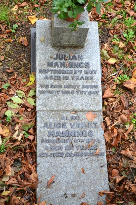 Grave_Julian_Mannings