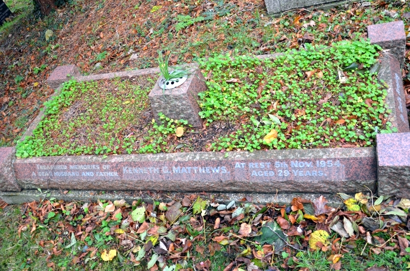 Grave_Kenneth_George_Matthews